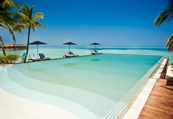 Lux-Maldives-pool
