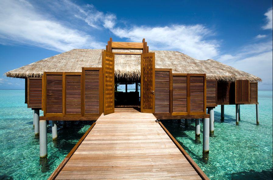 Lux-Maldives-Presidential-Villa-Entrance